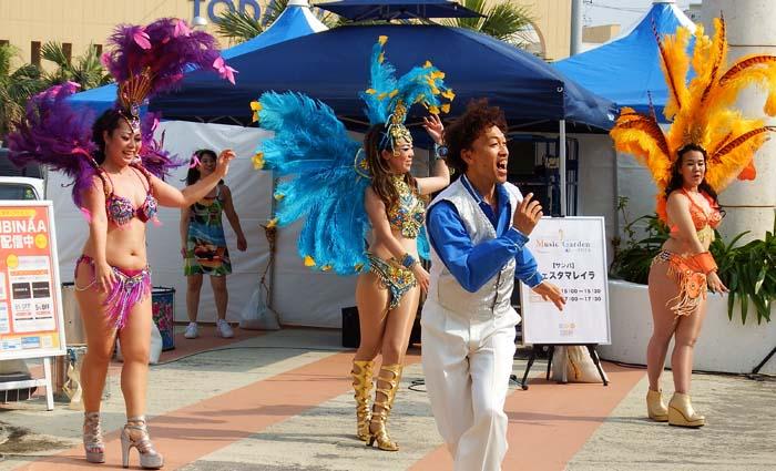 Brazilian Samba troupe will perform on Saturday at 17:00.
