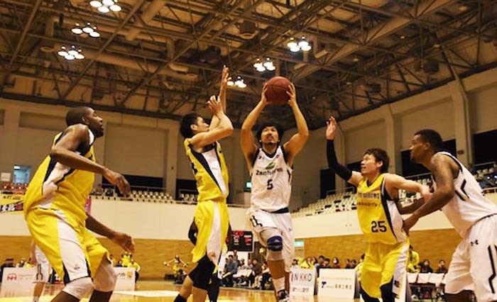 The Kings' guard Shigeyuki Kinjo put in a hard day's work on Sunday.