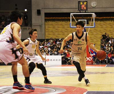 Ryuichi Kishimoto (#14) was selected into 'The Best 5 Players of the Season 2015 - 2016 in the League.'