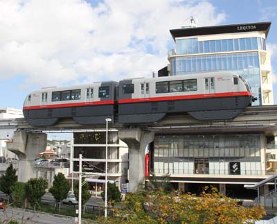 Yui Rail is very popular among tourists as it presents a good view of Naha from its high vantage point.