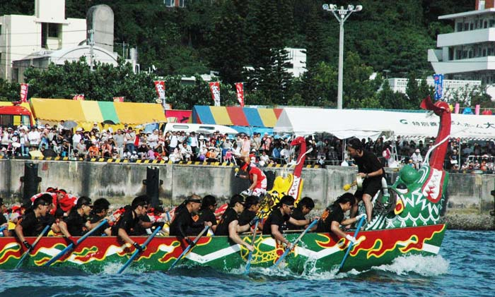 Naha Haarii, a.k.c. Dragon Boat Races, one of the largest festivals of the year, marks the start of the long season of Okinawa's Festivals. (Photos 那覇市提供)