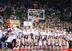 The Ryukyu Golden Kings pose for picture after capturing their record breaking and final TKbj-League title.