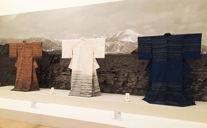 Fukumi Shimura's kimonos are made of textiles woven of yarn dyed with natural dyes.