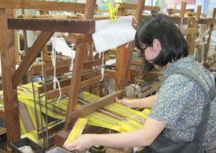 Weaving a piece of genuine Shuri textile is one of the unique experiences at Kogeikan.
