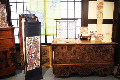 In addition to textiles, Shuri Ryusen has plenty of other merchandise for sale.