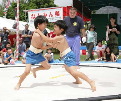 Nanminsai features an Okinawan-style Sumo contest for both adult and junior grapplers.