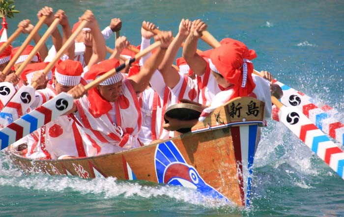 Itoman Haarii takes place always on May 4th of the Lunar Calendar that this year falls on June 8th. The race day highlights the best of the Itoman fishermen community.