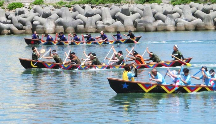 Nirai Haarii at Chatan's Uminchu Wharf is a fun event for the whole family with plenty of programs in addition to the dragon boat races.