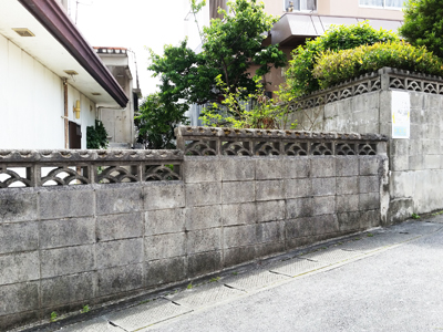 Hana blocks are often seen decorating older walls.