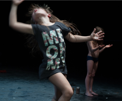 A Belgian dance performance 'Raw' (© kurt van der elst)