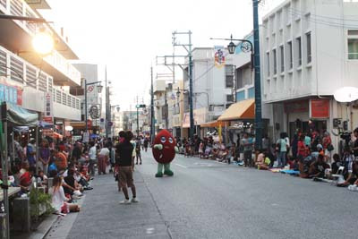 The venue of the festival is Kadena Town's Shinmachi Street.