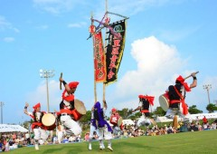 Namizato Youth Eisa Group performing around a hatagashira pole.