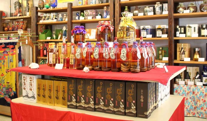 Although habu sake is traditionally made with Awamori base, other variations are also available.