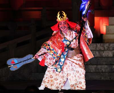 A fierce Ryukyu warrior chases away the evil in this traditional kumiodori performance.