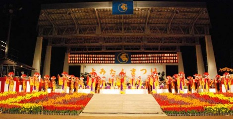 Yomitan Festival is famous for its massive group performances of Okinawan traditional performing arts.