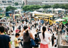 The venue of the previous Food Flea was Tomarin Park in Naha,