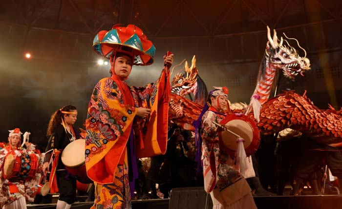 Ryujin-no Utage is an annual spectacle that amazes spectators with dragons and Ryukyu performing arts at Ishikawa Dome on Dec. 10th and 11th.