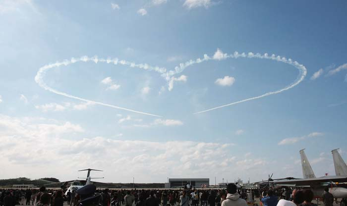 JASDF Blue Impulse aerobactics team will show their kills on both days.