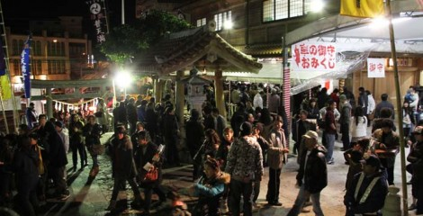 All shrines are very crowded from the evenig of Dec. 31 through Jan. 3rd.