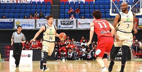 Ryuichi Kishimoto prepares for an attack.