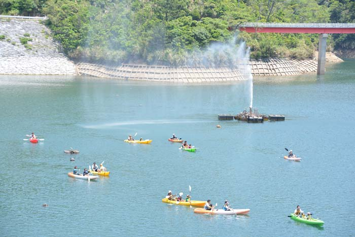 Canoeing is scheduled for both days, and costs ¥1,000 per person for adults, and ¥500 for junior high students and younger kids.